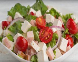 Салат с ветчиной и брынзой
