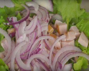 Собираем салат с ветчиной и брынзой