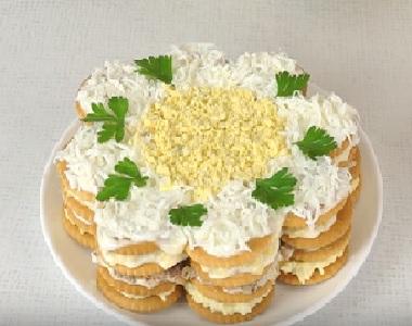 Торт-салат из крекеров