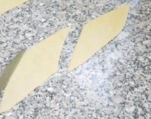 Разрезаем тесто