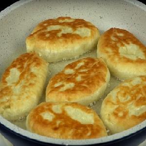 Жарим пирожки с картошкой