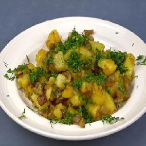 Подача картошки с баклажанами
